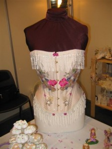 Beautifully decorated Basque is perfect to make you feel like a princess on your big day